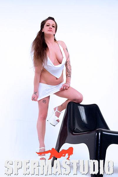 Adrienne_Kiss01